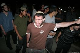 مستوطنون يطاردون فتيان أثناء تنزههم ويعتدون بالضرب على أحدهم جنوب جنين