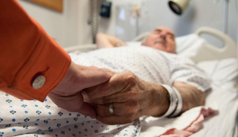 خبير يكشف الأعراض الرئيسية التي تظهر قبل الموت