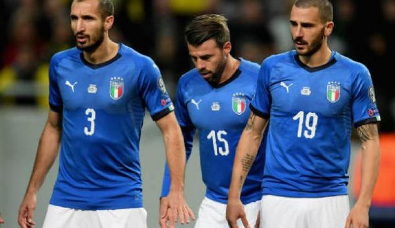 بعد الهزيمة المدوية ..ثلاثة لاعبين ايطاليين يعتزلون كرة القدم