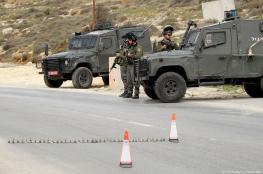 الاحتلال يعيق حركة الموطنين ويشرع بتفتيش المركبات غرب جنين