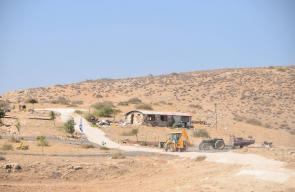 مستوطنون يشقون طريقا لتثبيت بؤرتهم الاستيطانية في خلة حمد بالأغوار