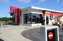 """نقص لحوم الدجاج في بريطانيا يجبر مطعم """"كنتاكي"""" على إغلاق أبوابها"""