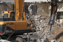جرافات الاحتلال تهدم منزل في بيت حنينا شمال القدس