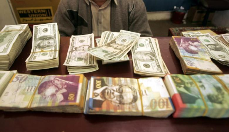 الدولار يواصل تراجعه امام الشيقل