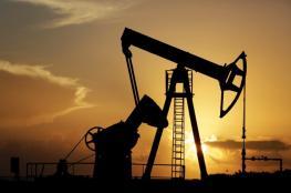 النفط يتراجع بسبب ارتفاع الدولار