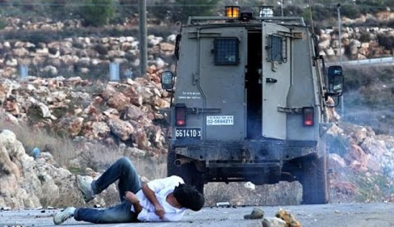 إصابة مواطن دهسه جيب للاحتلال بالخليل