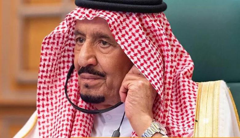 شاهد... صورة ظهرت خلف الملك سلمان تحدث ضجة على الإنترنت