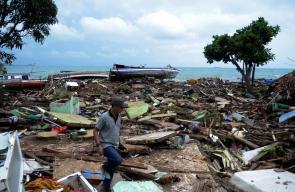 اكثر من 222 قتيلاً  و843 مصاباً  في تسونامي مدمر ضرب اندونيسيا