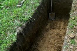 """جامعة تدفن طلابها في قبور لخوض تجربة """"الموت"""""""
