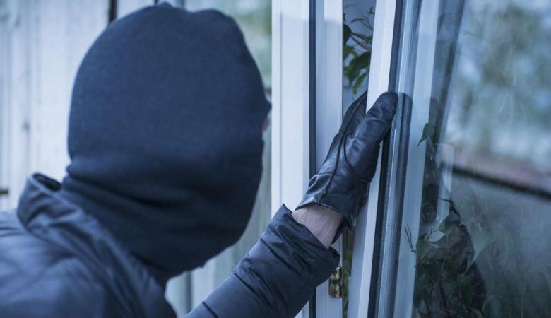 الشرطة تقبض على متهم بتنفيذ 8 سرقات في نابلس