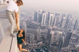 """شاهد أخطر """"سيلفي"""" لروسية متدلية من برج في دبي"""