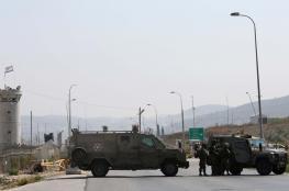 الاحتلال يغلق مدخل نابلس الجنوبي قرب حاجز حوارة