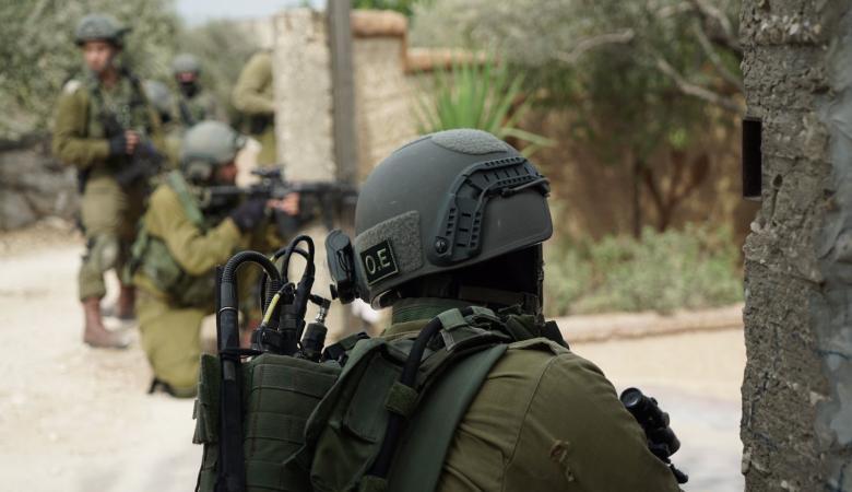 """اسرائيل تضغط على المطارد """"اشرف """" وتعتقل شقيقته الثانية"""