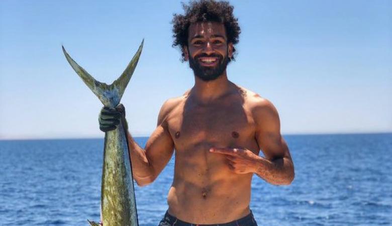 تفاعل مليوني مع صور محمد صلاح وهو يصطاد سمكة عملاقة