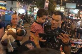 في نابلس ..شرطي يحقق امنية طفل ضائع