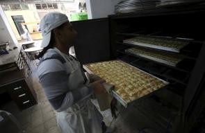 جانب من صناعة الحلويات في نابلس في اول ايام رمضان