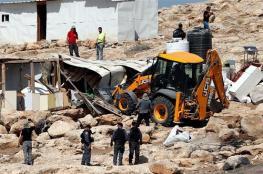 الاحتلال يهدم بركسا ومنشآت زراعية في بيت إكسا شمال غرب القدس