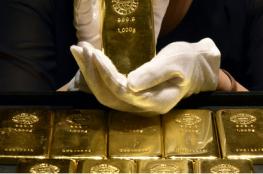 الذهب يواصل الهبوط بسبب ارتفاع سعر الدولار