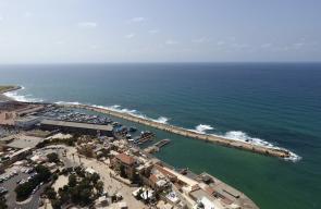 صور جوية لمدينة يافا ، حيث تظهر فيها كنيسة القديس بطرس و جامع البحر.
