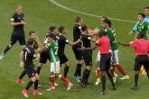 عراك مثير بين لاعبي المكسيك ونيوزيلاندا بكأس القارات (فيديو)