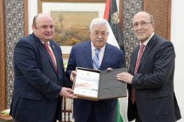 الرئيس يتسلم الاستراتيجية الوطنية للشمول المالي في فلسطين