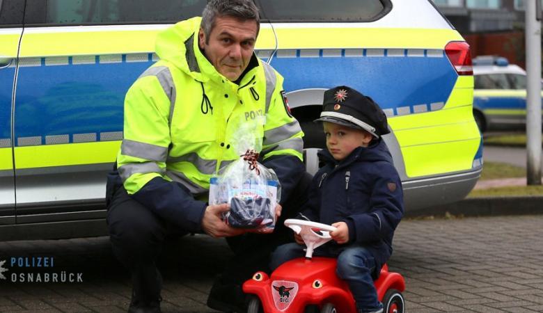 ألمانيا - طفل يصف سيارته بشكل خاطىء ويسلم نفسه للشرطة!