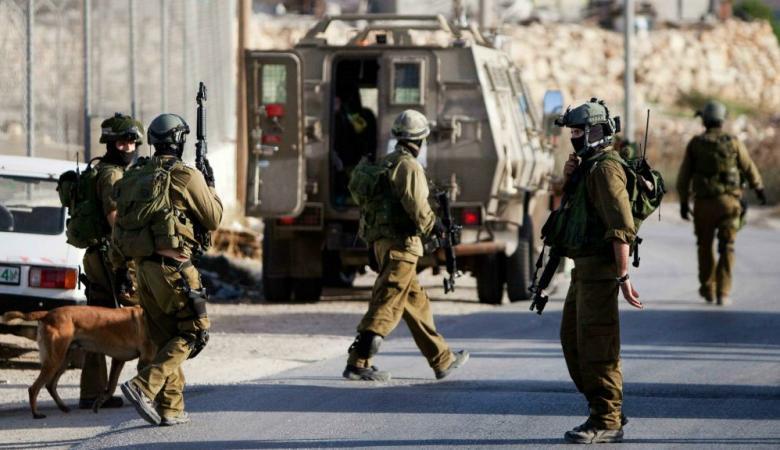 جنود الاحتلال يبصقون على ابواب منازل ومركبات المواطنين