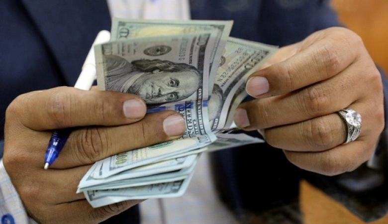 الدولار يستقر قرب أدنى مستوياته منذ 5 أشهر