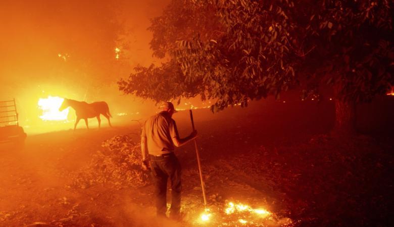 جحيم كاليفورنيا متواصل ...منازل ومستشفيات حرقت واجلاء الآلاف