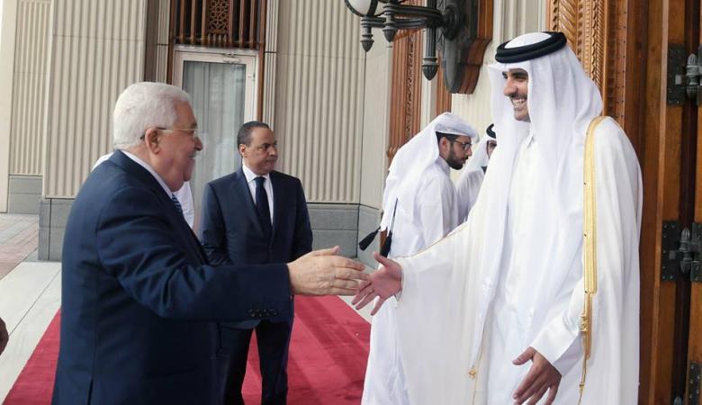 الرئيس عباس في زيارة رسمية لدولة قطر