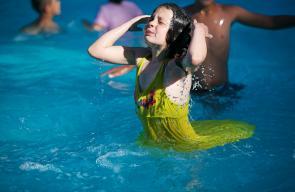 السباحة، إحدى الحلول مع موجة الحر الشديد التي تضرب فلسطين هذه الأيام