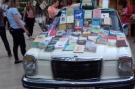 نانسي تجوب شوارع الأردن للتشجيع على القراءة