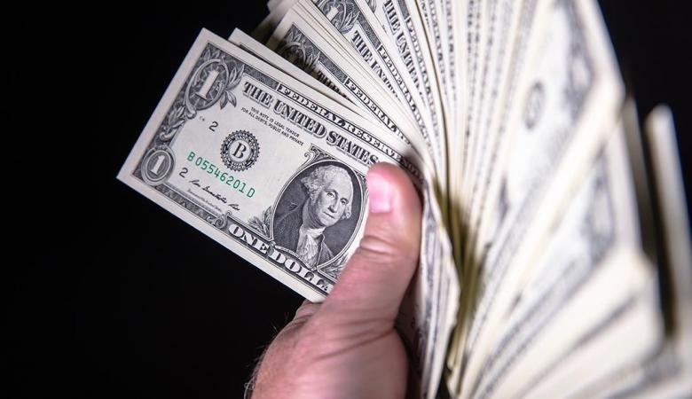 الدولار يتجه الى أعلى سعر له منذ 60 يوما
