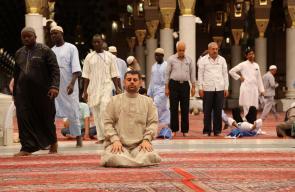 الحجاج في آخر يوم لهم في المدينة المنورة تمهيداً لانتقالهم إلى مكة المكرمة