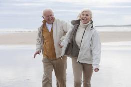 قصة نادرة ...عاشا معا وتوفيا سويا في حديقتهما بعد قصة حب استمرت 70 عاما