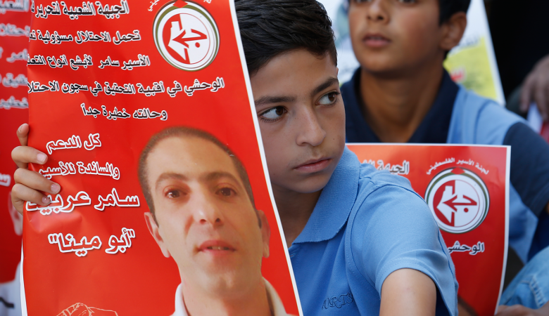 """تحذيرات فلسطينية من تعرض """"سامر العربيد """" للتعذيب من جديد"""