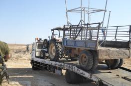 الاحتلال يصادر جرار زراعي ومركبة في طوباس