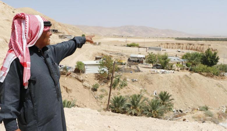 سلطات الاحتلال تخطر مواطناً بالاستيلاء على أرضه غرب سلفيت