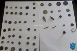 الشرطة تضبط 50 قطعة أثرية بحوزة تاجر آثار في الخليل
