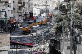 جرافات الاحتلال تشرد فلسطينيين وتهدم منزلين في القدس