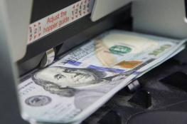 الدولار ينخفض الى أقل سعر له منذ 90 يوماً