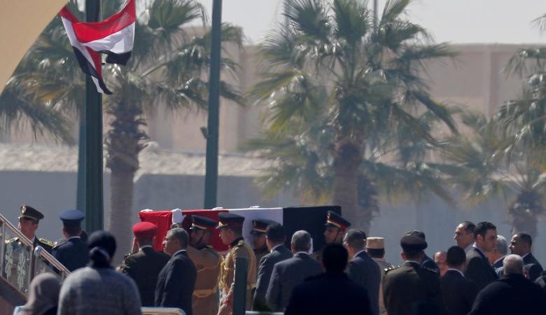 تشييع مبارك في جنازة عسكرية تقدمها السيسي