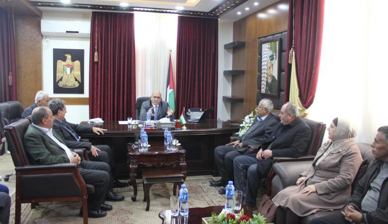 اكرم الرجوب يحث بلدية جنين على تقديم خدمات أفضل للمواطن الفلسطيني