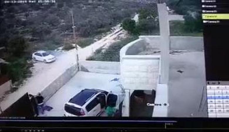 اصابات في هجمات واسعة للمستوطنين جنوب نابلس وفيديو يوثق الجريمة