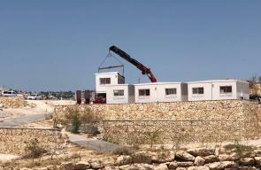 الاحتلال ينصب كرفانات بجانب ابو ديس تمهيدا لنقل سكان الخان الأحمر للمنطقة