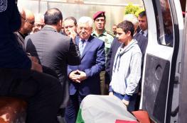 الرئيس يلقي نظرة الوداع على جثمان الشاعر أحمد دحبور