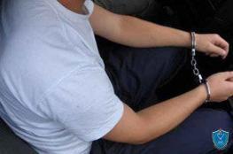 بلباس مدني ..الشرطة تقبض على رجل وثلاث سيدات بتهمة السرقة والنشل في اسواق رام الله