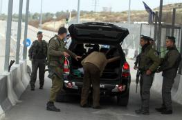الاحتلال ينصب حاجزين عسكريين على مدخل حزما شمال شرق القدس