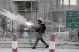 الاحتلال يخنق طالبات مدرسة في رام الله بعد ان اعتدى عليهم بالغازات السامة