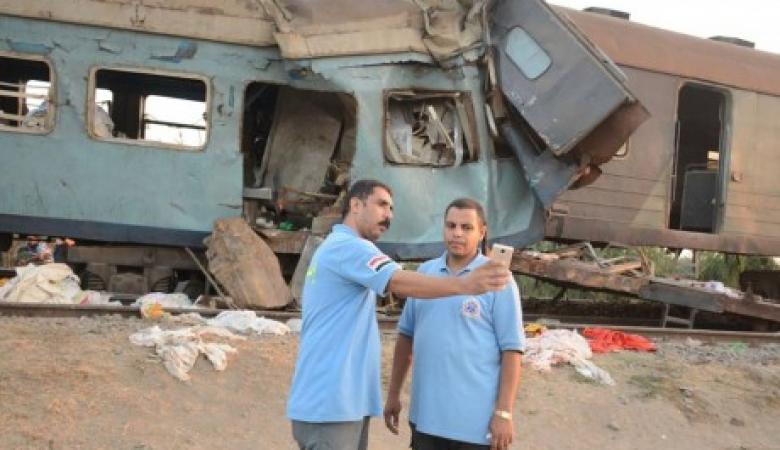 """تعرف على عقوبة """"سيلفي"""" مسعفين أمام قطار """"الموت"""" في مصر"""